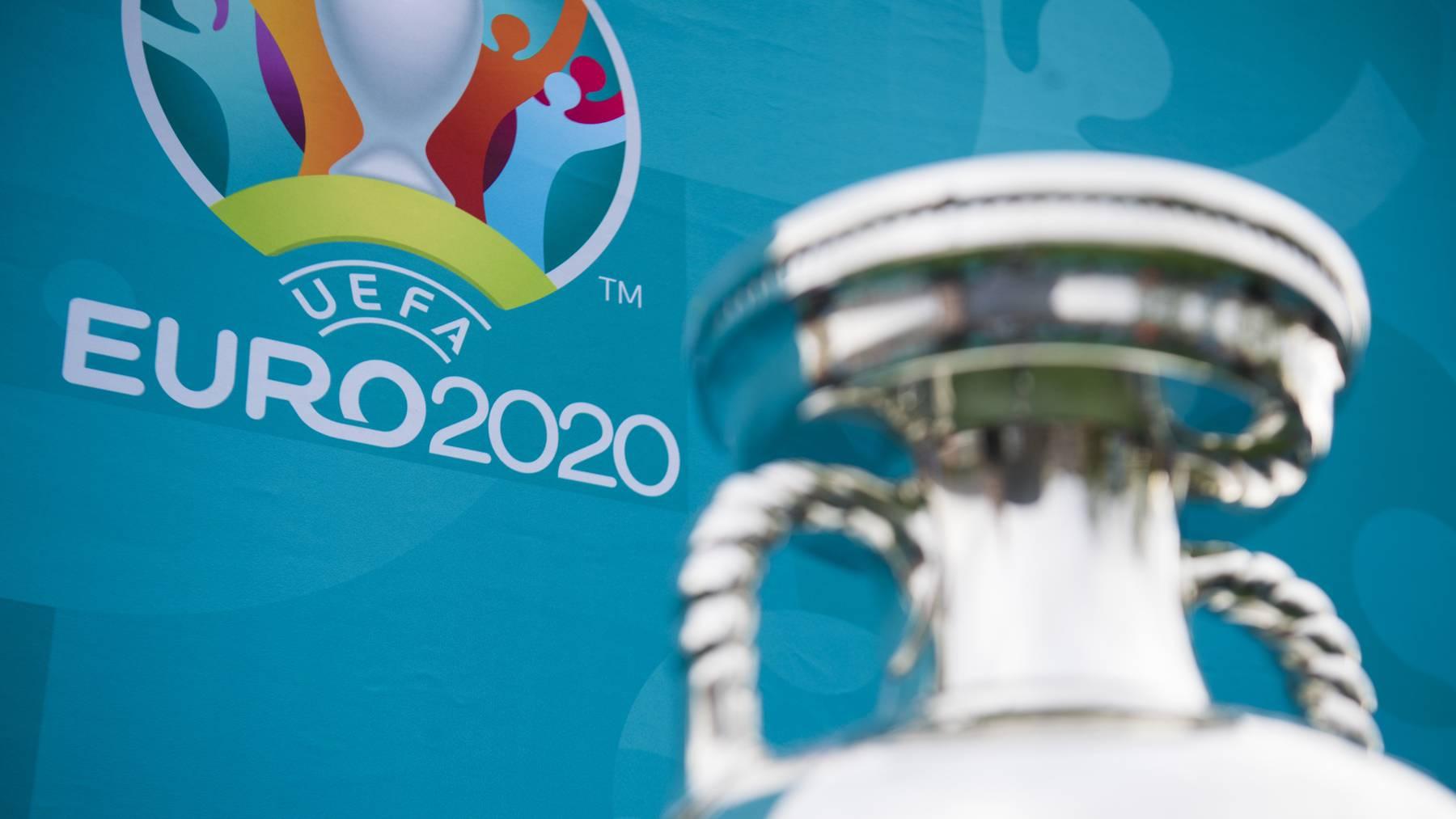 Euro 2020 Logo und Pokal