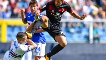 Ricardo Rodriguez kommt gegen Sampdorias Goalie Christian Puggioni zu spät