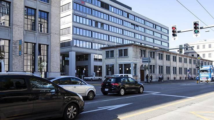 Nach einem Unfall mit Fahrerflucht in Winterthur hat die Stadtpolizei die Autolenkerin ermitteln können. (Symbolbild)