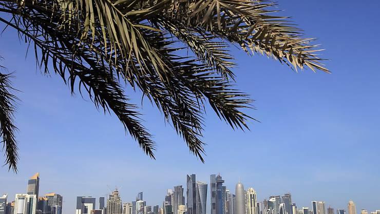 Für Ferienreisen im Ausland haben Schweizerinnen und Schweizer 2014 so viel Geld ausgegeben wie nie zuvor. Im Bild die Skyline von Doha (Katar).