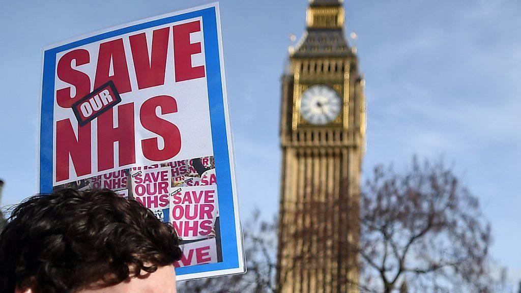 In London auf der Strasse gegen Kürzungen, Schliessungen und Privatisierungen beim staatlichen Gesundheitsdienst NHS.