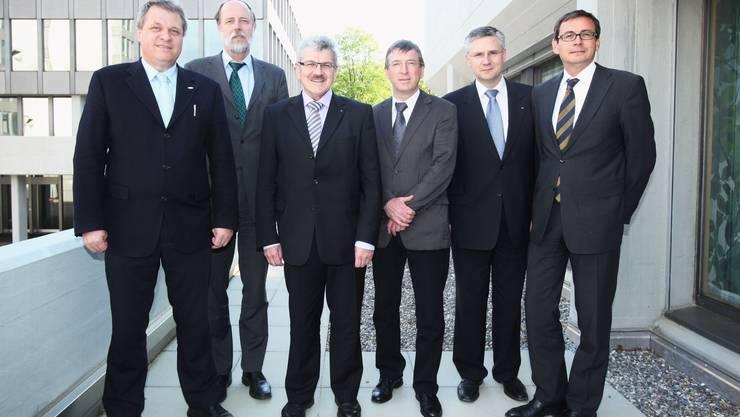 AIHK-Präsident Daniel Knecht, Gastreferent Gebhard Kirchgässner (Uni St. Gallen), Landammann Roland Brogli und die Fraktionspräsidenten Peter Voser,  Andreas Glarner und Daniel Heller (v. links n. rechts). (Bild: Raphael Hünerfauth)