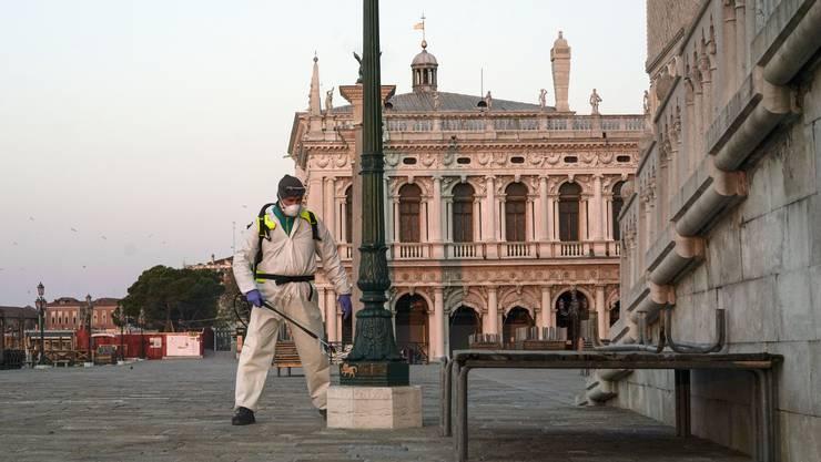 Wird der Markusplatz in Venedig dank flächendeckender Antikörpertests bald wieder etwas belebter sein? (Bild: Keystone)