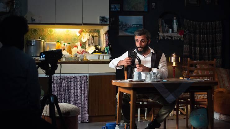"""Ramo Ali Akillas in der Berliner Schaubühne im Stück """"Empire"""" des Schweizer Regisseurs Milo Rau. Am Donnerstag war die gefeierte Uraufführung."""