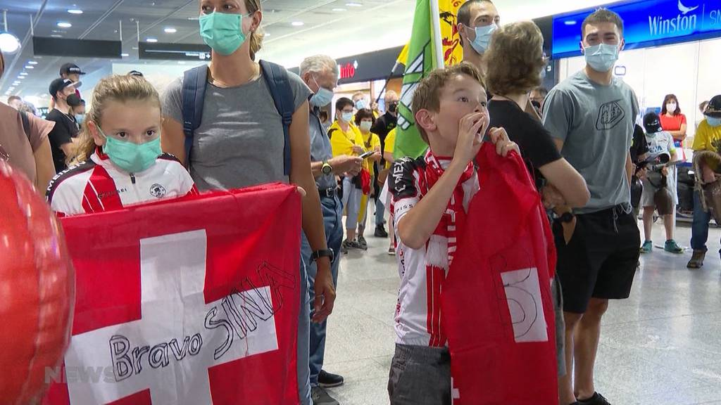 Herzlicher Empfang am Flughafen Zürich: Olympia-Radfahrerinnen Reusser, Neff und Co. sind aus Tokio zurück