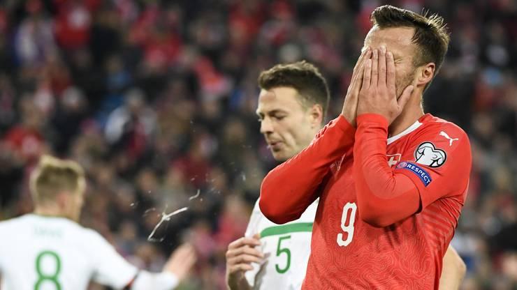 Seferovic nach seiner verpassten Chance.