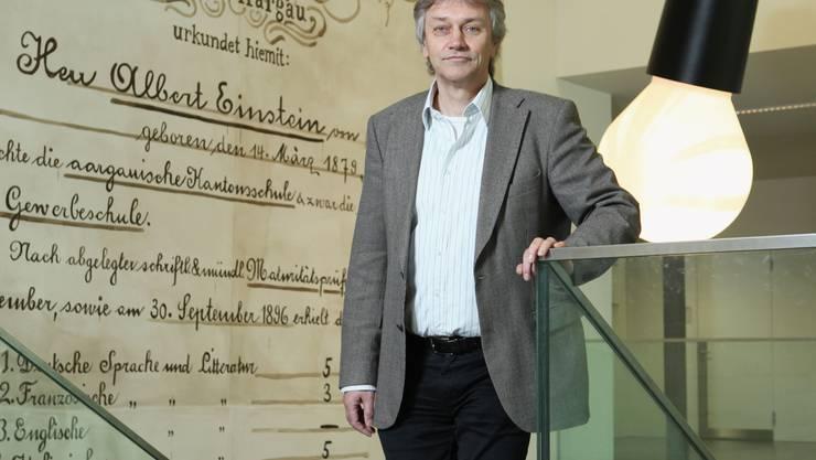 Dr. Hans Rudolf Stauffacher, 56, wohnhaft in Kirchdorf, hat Geschichte und Theologie studiert, war Hauptlehrer für Geschichte an der Kantonsschule Baden und ist seit 2001 deren Rektor. Zudem präsidiert er zurzeit die Konferenz der aargauischen Gymnasialrektorinnen und -rektoren (rahu)