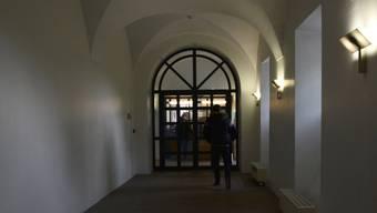 Eingang zur Gemeindekanzlei MurI: Ein Mann beschimpfte und bedrohte Beamte. (Symbolbild)