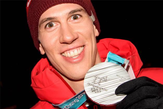 Slalom-Nation Schweiz: Ramon Zenhäusern teilt sein Lachen nach seiner Silber-Sensation mit der Welt. Dem ORF erklärt er: «Bireweich!».