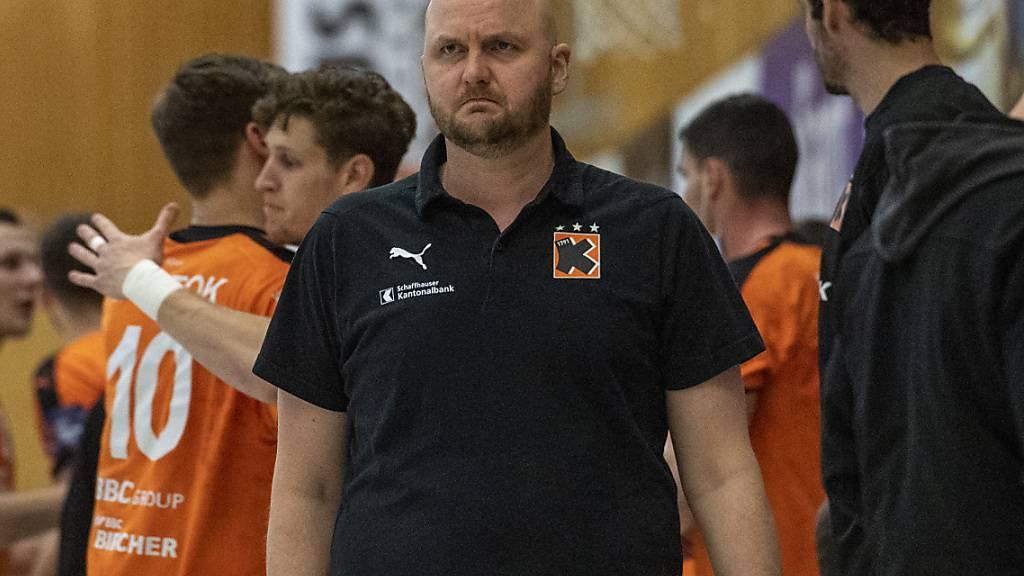 Trainer Adalsteinn Eyjolfsson blickt ernst, steht aber mit seinen Kadetten im Cupfinal