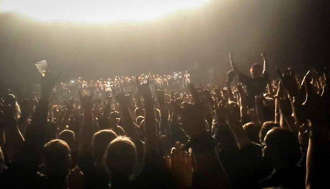 Rockkonzerte machen diesen User glücklich. (© twitter.com)