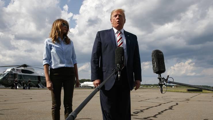 Präsident Donald Trump spricht zu den Medien.