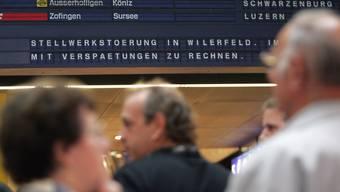 Anzeigetafel im Bahnhof Bern.