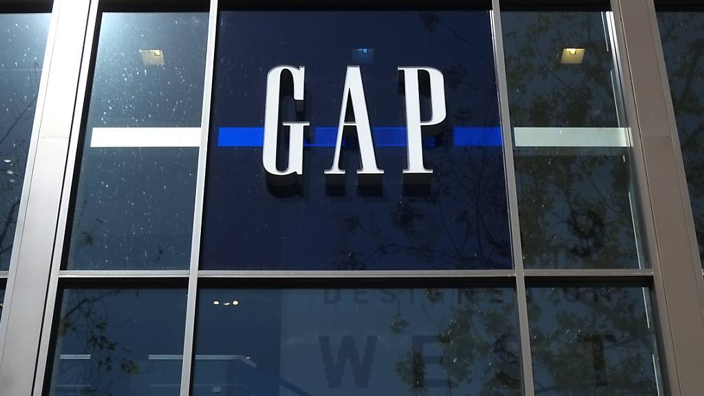 Die mit schrumpfenden Erlösen kämpfende US-Modekette Gap muss sich einen neuen Konzernchef suchen. (Archivbild)