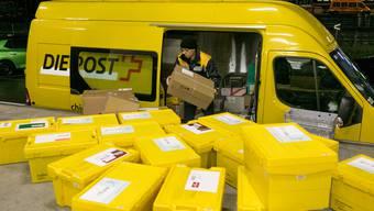 In der Vorweihnachtszeit haben die Post-Angestellten besonders viel zu tun.