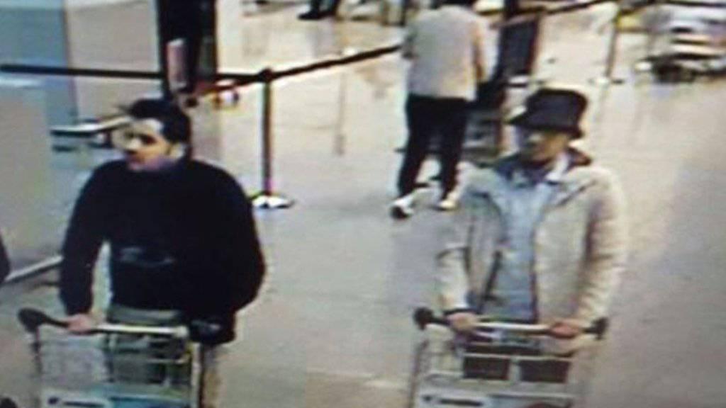 Mit diesem Bild suchen die belgischen Behörden nach Hinweisen zu den mutmasslichen Attentätern vom Flughafen in Brüssel.
