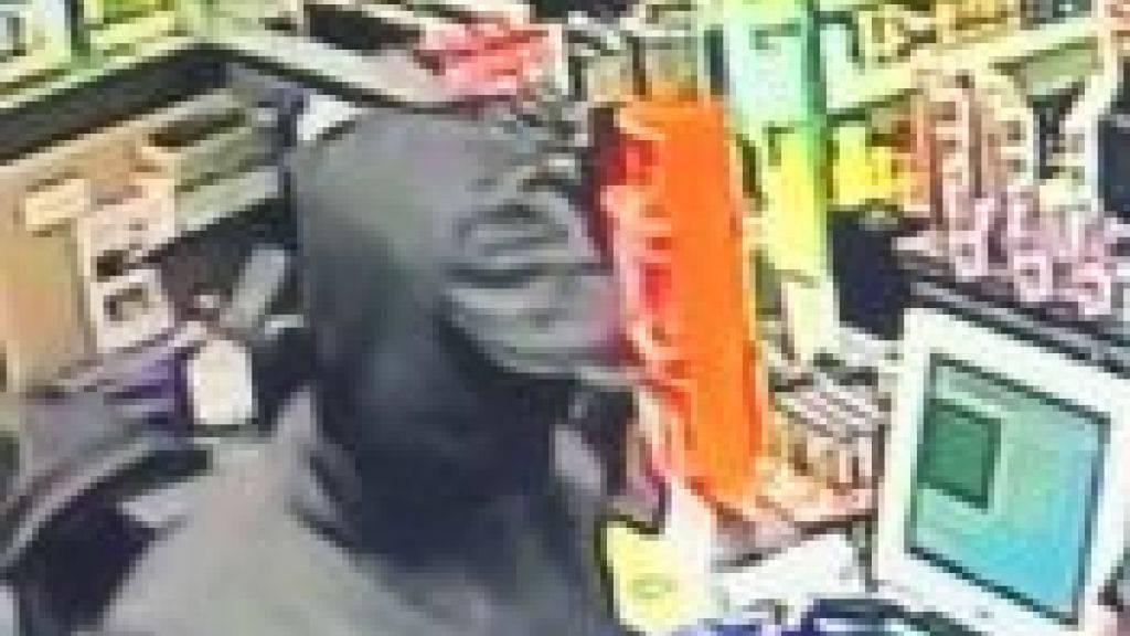 Bewaffneter Mann überfällt Tankstelle in Dietikon