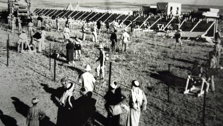 1941: Jüdische Siedler bauen einen Kibbuz in Negba.
