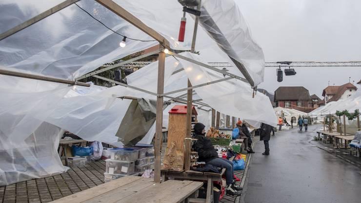 Veiko machten den Standbetreibern am Stanser Weihnachtsmarkt einen Strich durch die Rechnung (14. Dezember 2019).