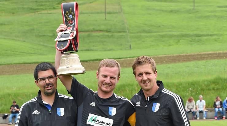 Verabschiedung von Fabian Furrer beim letzten Meisterschaftsspiel der Saison 2015/16.
