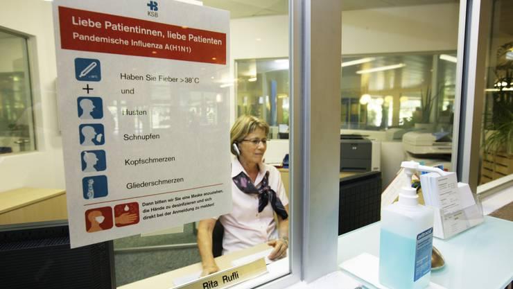 Die Schweinegrippe ist im Kanton Baselland angekommen: In Allschwil wurde der Schulbetrieb für drei Klassen eingestellt – in Arlesheim für eine. (Bild: Kantonsspital Baden, Symbolbild, Susi Bodmer)