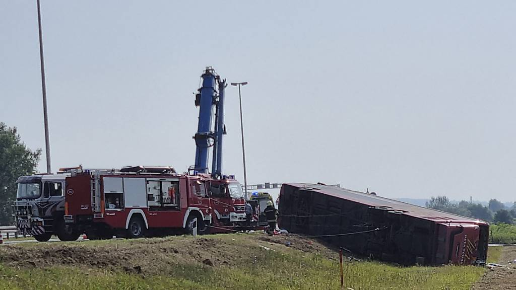 Zehn Tote bei Busunfall in Kroatien - Fahrer eingeschlafen