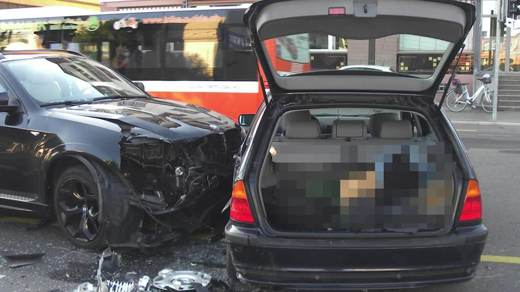 Kurznachrichten: Unfall, Info-Hotline, E-Scooter