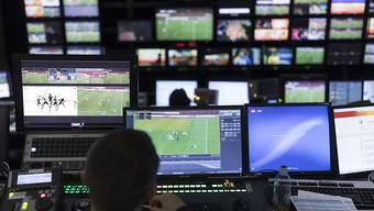 Beim zeitversetzten Fernsehen die Werbung überspulen: Künftig könnte das nur noch möglich sein, wenn der TV-Sender einverstanden ist. (Symbolbild)