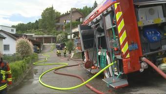In einem Haus an der Wolfgalgenstrasse in Oberkulm (braunes Haus im Hintergrund) kam es zum Küchenbrand.