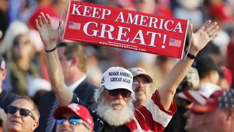 Trump-Unterstützer an einer einer Wahlkampfveranstaltung in Pennsylvania: Vor allem die gewöhnlichen Arbeiter lieben den Präsidenten noch immer.