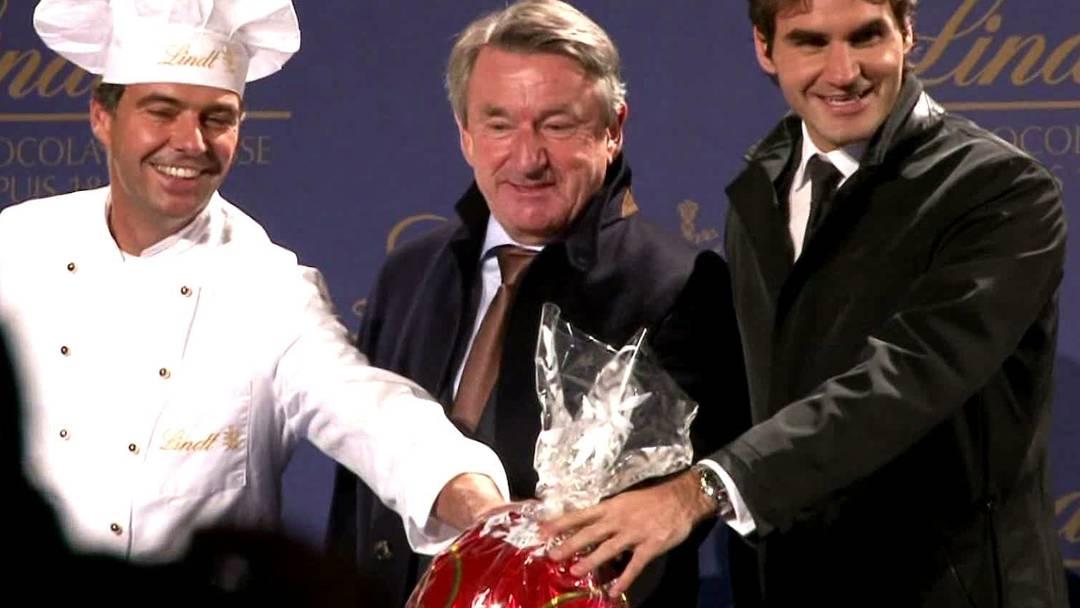Hier zündet Roger Federer die Weihnachtsbeleuchtung an