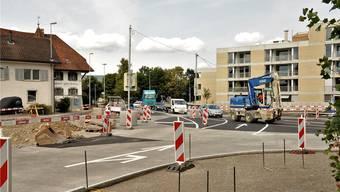 Diese Woche erfolgte ein Phasenwechsel: Beim «Kreuz»-Kreisel fliesst der Verkehr nun auf der anderen Strassenhälfte.