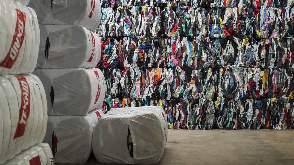 Billig-Kleider machen Recycling schwer