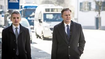 Der Angeklagte und sein Verteidiger: Walter Dubler (rechts) und Christian Bär auf dem Weg zum Prozess. Chris Iseli