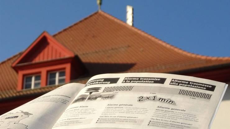 «Alarmierung der Bevölkerung» bei Sirenen-Alarm: Merkblatt ist nicht mehr in den Telefonbüchern enthalten. chr