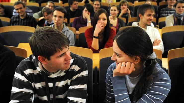 So wird an der Uni geflirtet - bei einem Flirtseminar.