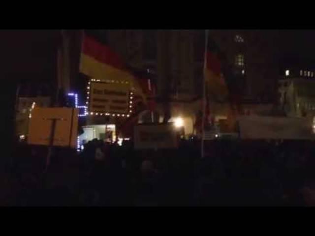 Pegida-Kundgebung: Montagsdemo in Dresden am 09.02.2015