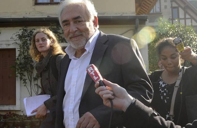 Hier in Begleitung von Reportern: Dominique Strauss-Kahn (Archivbild)