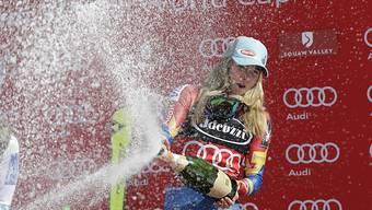Mikaela Shiffrin lässt nach dem Gewinn des Slalom-Weltcups die Korken knallen