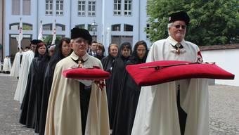 Einzug der Damen und Ritter in die Klosterkirche Muri. Barbara Hagmann