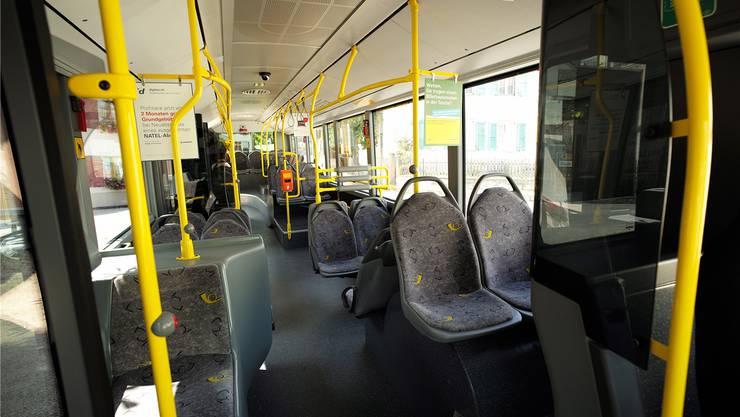 Im ländlichen Oberbaselbiet und Laufental fahren viele Busse (im Bild ein Postauto in Blauen) ganz oder praktisch leer durch die Gegend. Kenneth Nars