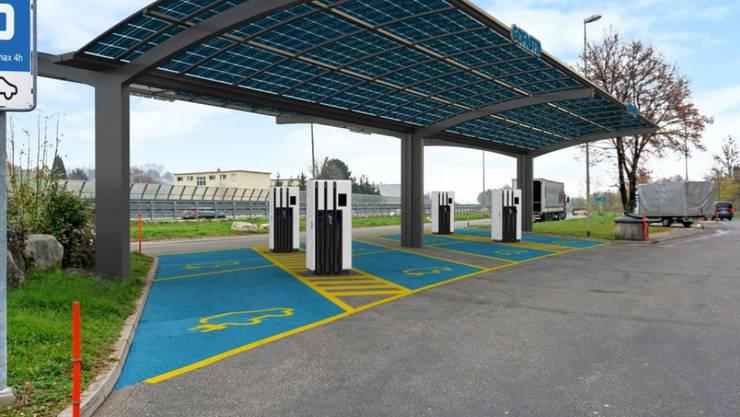 So könnte eine der geplanten 100 E-Tankstellen entlang des Schweizer Autobahnnetzes aussehen.