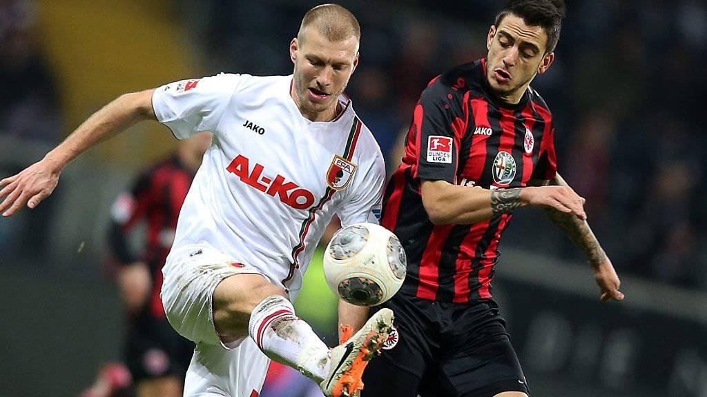 Ragnar Klavan (links) stand in den letzten vier Jahren beim FC Augsburg unter Vertrag