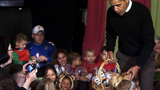 US-Präsident Obama verteilt Süssigkeiten zu Halloween