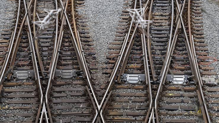 Bei La Plaine im Kanton Genf hatten die SBB am Wochenende mit wegen der Hitze verformten Schienen zu kämpfen. Die Störung wurde inzwischen behoben. (Symbolbild)