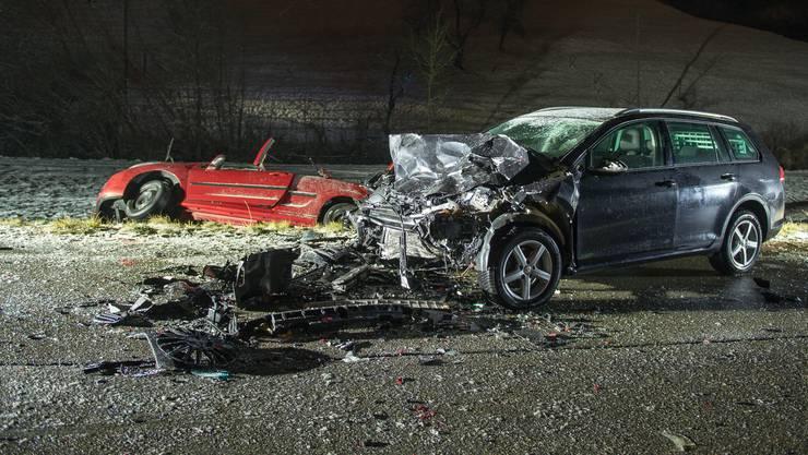 Bei einer Frontalkollision auf der Staffelegg bei Asp (Gemeinde Densbüren) zwischen einem Peugeot und einem VW Golf kamen Anfang Januar 2017 drei Männer ums Leben.