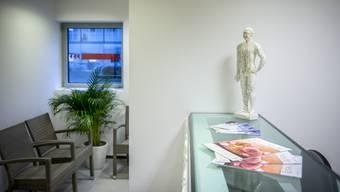 Auch Praxen mit Angeboten in der Alternativmedizin haben wenige bis gar keine Kunden mehr. (Symbolbild)