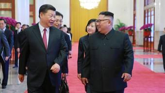 Kim (rechts) und Xi Jinping.