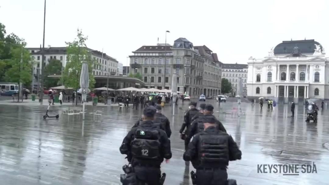 Polizei verhindert unbewilligte Corona-Demo in Zürich