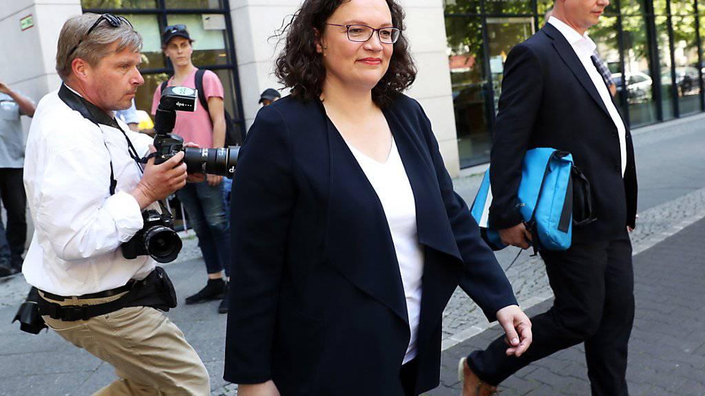 Andrea Nahles verlässt nach ihrem Rücktritt als Vorsitzende der SPD die Parteizentrale in Berlin.